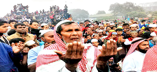 Devotees take part in akheri munajit of the first phase of Bishwa Ijtema that ended on the bank of the River Turag at Tongi on the outskirts the Dhaka, Bangladesh